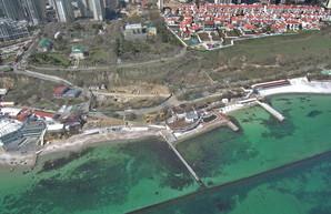 Одесский горсовет решил разорвать договоры с арендаторами пляжей