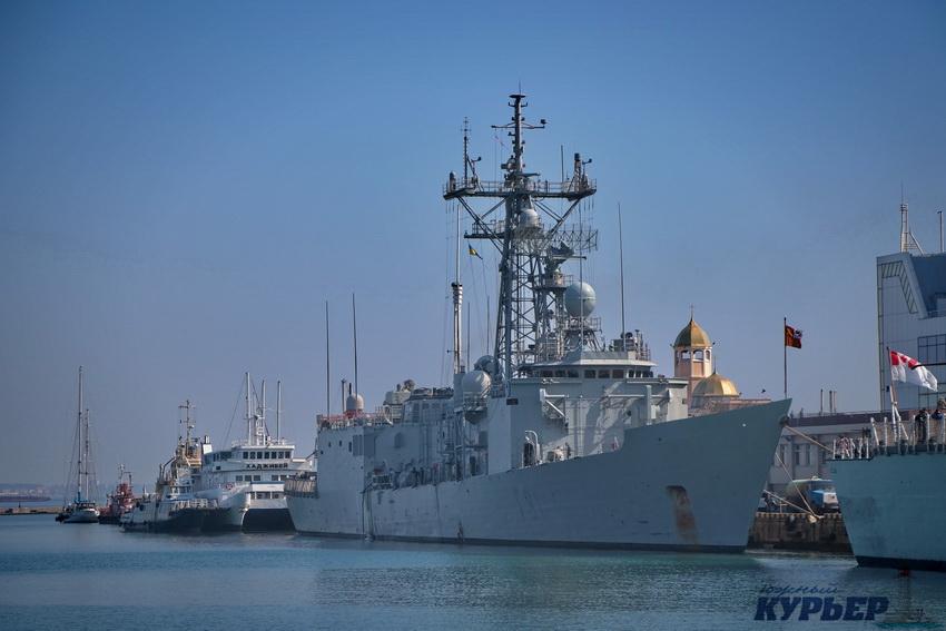 В Одесский порт зашли два военных корабля НАТО (ФОТО)