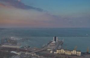 Главком ВМС Украины: российские военные корабли стоят на траверзе Одессы
