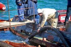 Со дна поднимают буксир контрабандистов (ФОТО, ВИДЕО)