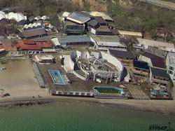 На пляже в Аркадии без документов расширяют ночной клуб (ФОТО)