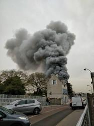 Снова пожар: на этот раз горит Версаль около Парижа (ФОТО)