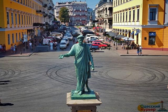 10 фактов истории самого знаменитого памятника в Одессе