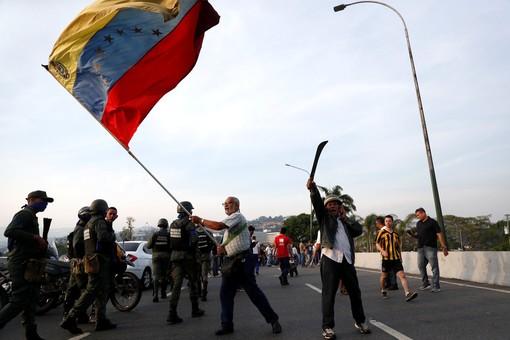 """США готовы """"спасать"""" Венесуэлу от Мадуро"""