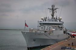Королевский флот не оставляет Одессу без внимания (ФОТО)