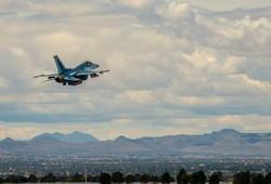 """""""Российские"""" Су-57 в небе над Лас-Вегасом"""
