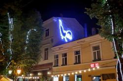 Центр Одессы украсила пара светящихся кошек (ФОТО, ВИДЕО)