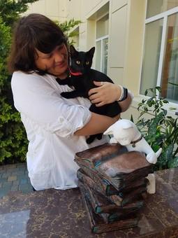 В Одессе поселился белый ученый кот (ФОТО)