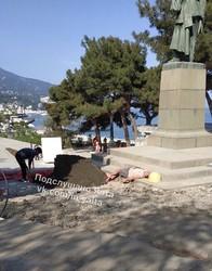 Оккупированный Крым заполонили туристы, которых он достоин