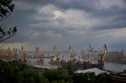 На Одессу обрушился ливень с шквальным ветром (ФОТО)