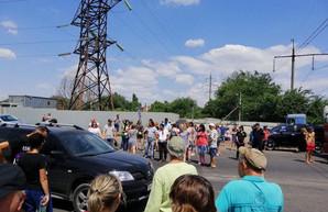 Вчера под Одессой жители Усатово перекрывали Объездную дорогу