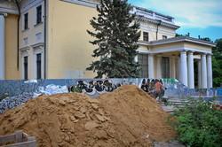 Фотофакт: строительные леса с Воронцовской колоннады сняли