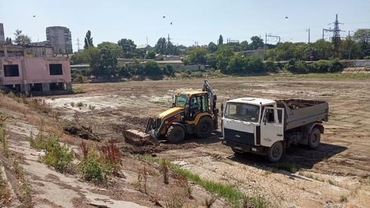Как в Одессе чистят ливневку и гидротехнические объекты (ФОТО)