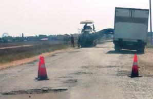 Дорогу к курортной части села Приморское Килийского района Одесской области наконец начали ремонтировать