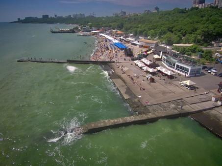 Одесские чиновники считают, что на пляжах грязно из-за арендаторов
