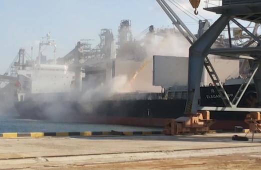 Жители Черноморска под Одессой жалуются на пыль, которая летит при перегрузки зерна