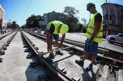 В Одессе пробуют новую технологию укладки трамвайных путей на улице Прохоровской