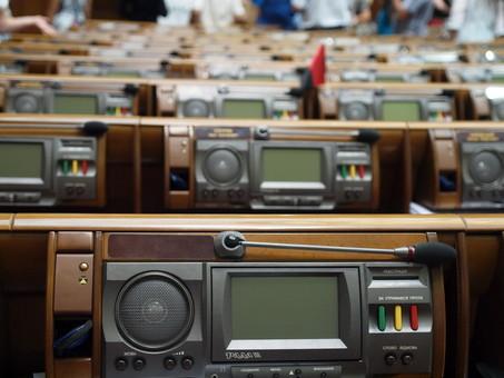 В Верховную Раду проходят шесть партий, еще две балансируют у барьера в 5%