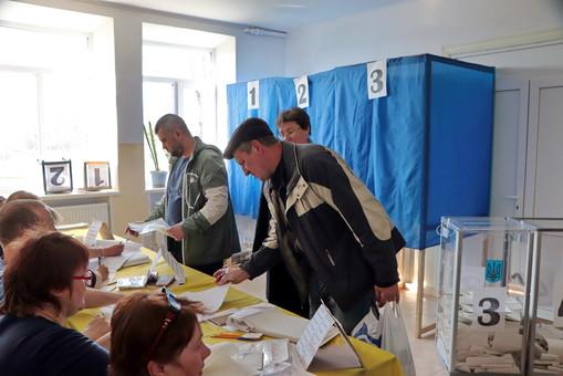"""Телефонные террористы сообщили о """"минировании"""" 11 избирательных участков в Одесской области"""