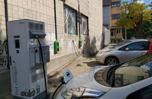 В Одессе появились три новые станции для зарядки электромобилей