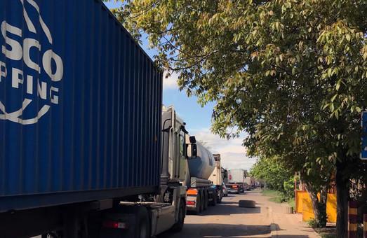 В Одессе водители тяжёлого транспорта продолжают ездить по Хуторской