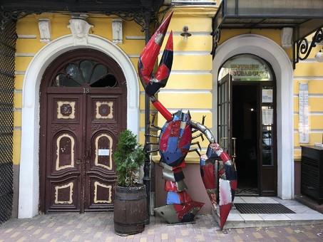 Не только котики: в Одессе появился трёхметровый металлический рак