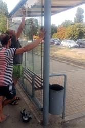 В Одессе восстанавливают поврежденные вандалами павильоны на остановках общественного транспорта