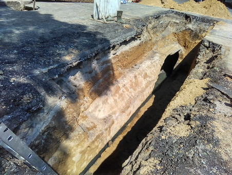 Как ремонтируют коммунальную аварию на улице Канатной (ФОТО)