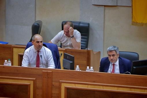 Облсовет не смог отправить в отставку Димчогло, а судьбу Радковского решит тайное голосование