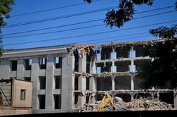 В Одессе под жилые новострои сносят бывшую обувную фабрику в центре города (ФОТО)