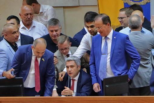 Депутаты Одесского облсовета поломали микрофон