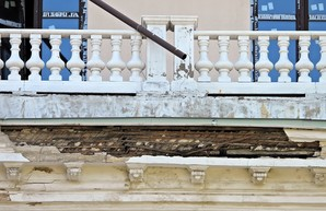 Незаконная мансарда разрушает памятник архитектуры на Приморском бульваре