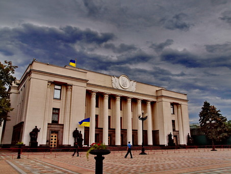 Верховная Рада в последние дни своей работы окончательно приняла новый избирательный кодекс с открытыми списками