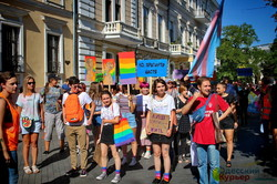 """По Одессе прошел """"Марш равенства"""": ЛГБТ, гомофобы и полиция (ФОТО, ВИДЕО)"""