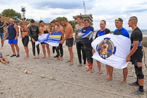 В честь погибшего пограничника военнослужащие устроили в Одессе памятный заплыв