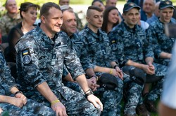 Вернувшимся из плена военным морякам президент пообещал квартиры, некоторым - уже по второму разу