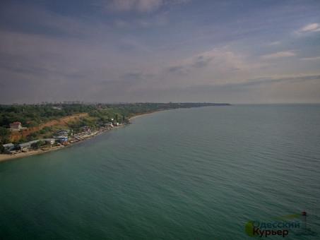 Вода на пляжах Одессы в сентябре чистая