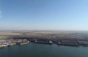 В порту Пивденный под Одессой одновременно загружают пять крупных балкеров