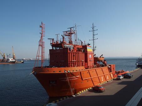 ВМС Украины в Одессе принимают в свой состав океанский спасательный корабль (ВИДЕО)