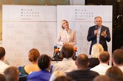 Купить квартиры в Одессе для военных моряков обещал президент, но купил Пинчук