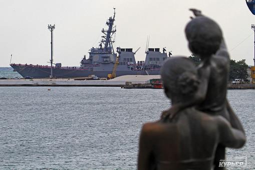 """В Черное море зашел американский ракетный эсминец """"Портер"""""""