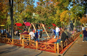 В центре Одессы открыли очередную инклюзивную детскую площадку (ФОТО)