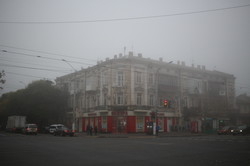 На Одессу опустился густой туман (ФОТО)