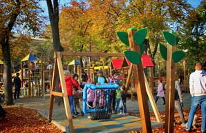 В Одессе опасные детские площадки калечат детей