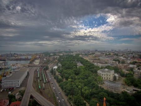 В Одессе массово отключают свет в жилых домах