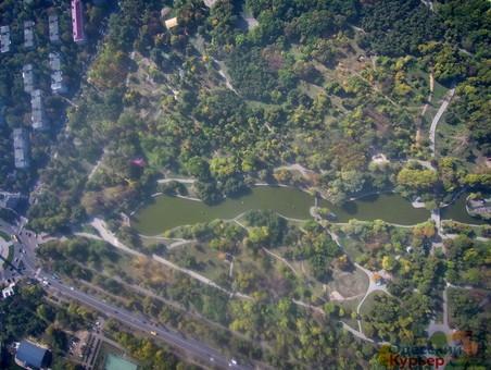 Одесситов зовут на помощь в уборке парков и высадке деревьев