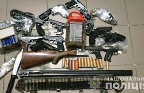 500 стволов и 100 тысяч патронов сдали в полицию жители Одесской области