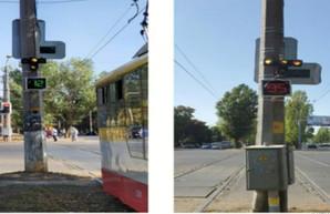 В Одессе начал работать «умный» светофор, который пропускает трамваи