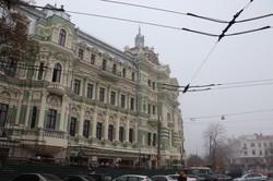 В Одессе уничтожили деревья возле дома Руссова (ФОТО)