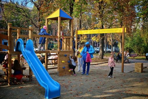 В Одессе запустили проект о безопасности детских площадок